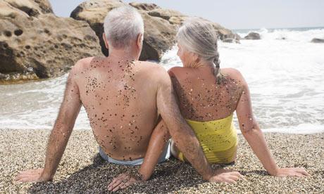 Elderly-couple-sitting-on-002